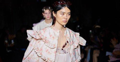 Fashion Week London: die Frühjahr/Sommer Kollektion 2022 von Simone Rocha