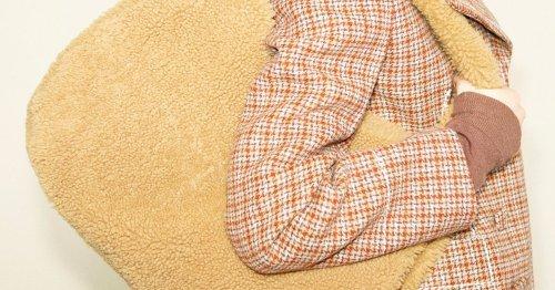 Dickes Fell: Flauschige Taschen werden im Herbst 2021 zum komfortablen Trend