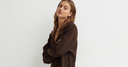 Elegante Strick-Kunst: Dieses Strick-Kleid avanciert zum komfortabelsten Modetrend im Herbst 2021