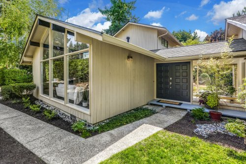 Preserved midcentury modern in Bellevue asks $1.225M
