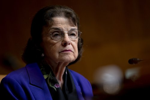 Progressives fed up with Feinstein, want her to resign now