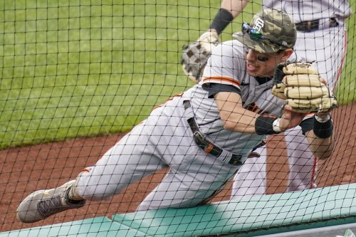 Giants beat Pirates in finale, 3 hits for Posey, 2 defensive gems for Dubón