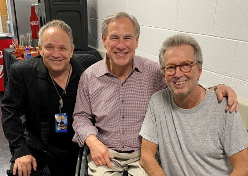 Weeks after positive test, Abbott goes mask-less at Eric Clapton concert