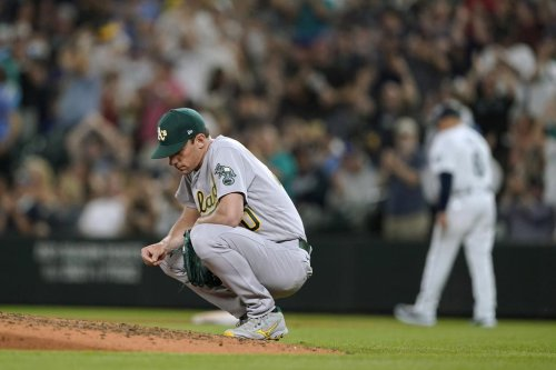 A's lose to Mariners on walk-off wild pitch
