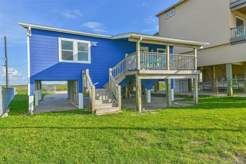 Guess the rent of this colorful Galveston beach house
