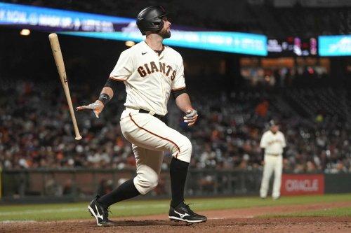 Giants' Brandon Belt keeps swinging, and Gabe Kapler goes to bat for him