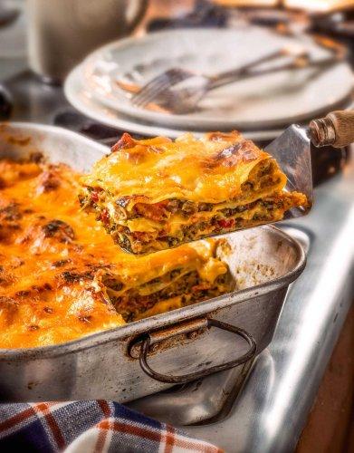 Make Garth's Breakfast Lasagna from Trisha Yearwood's new cookbook