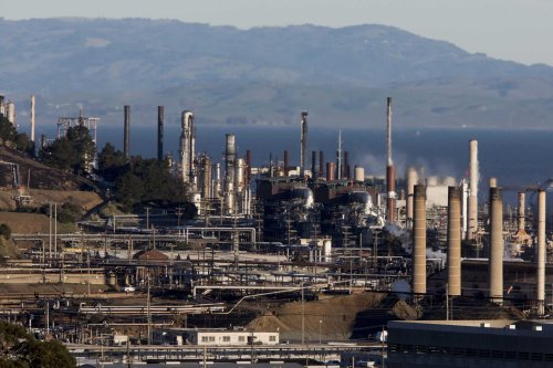Bay Area air board forces refineries to adopt clean air technology