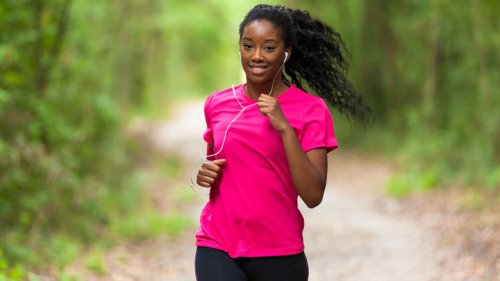 Here's Why You Should Think Twice About Exercising With Headphones On