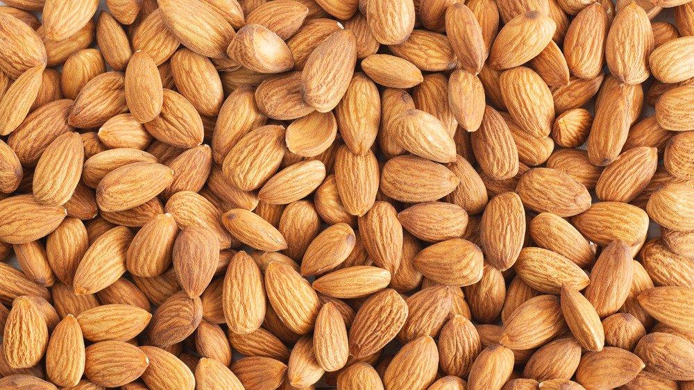 Cashews Vs Almonds: Is One Healthier?