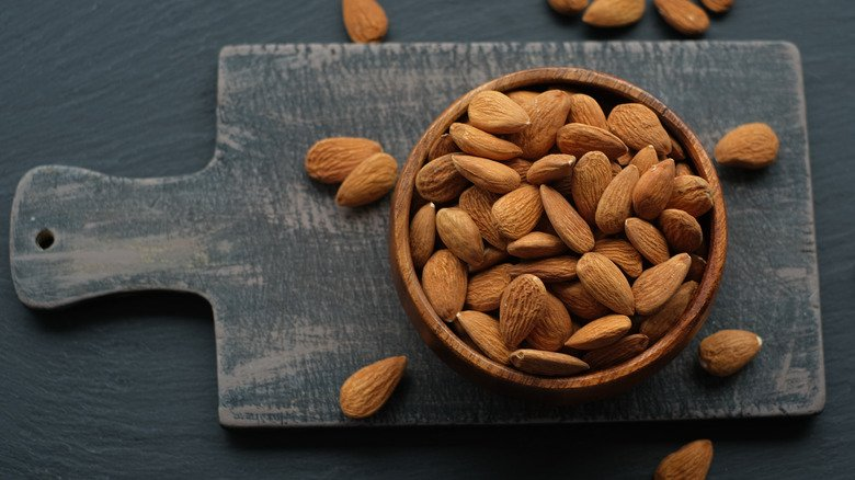 What Happens To Your Body When You Eat Almonds Every Day