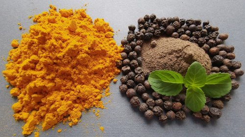 The Real Reason You Should Combine Turmeric And Black Pepper