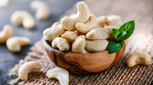 Why Eating Cashews Could Be More Risky Than You Think