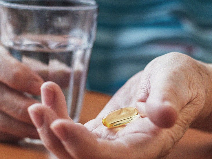When to take fish oil: Timing, dosages and side effects