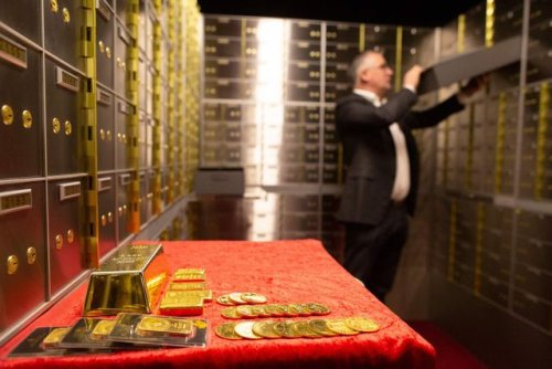 Something Went Sideways When the FBI Confiscated the Contents of Safe Deposit Boxes in an LA Bank