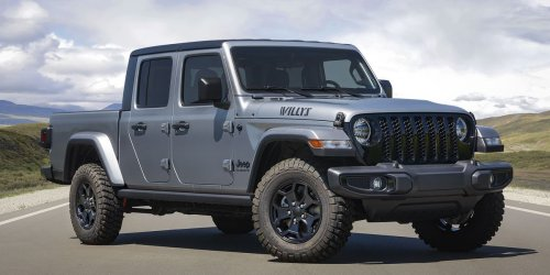 Jeep Gladiator Gets Willys Edition and Mopar Doors-Off Mirror Kit