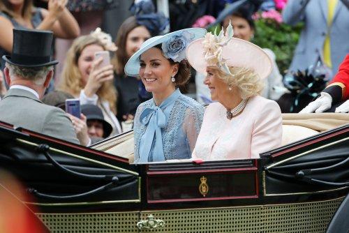 I cappellini più belli e particolari sfoggiati dalla famiglia reale al Royal Ascot