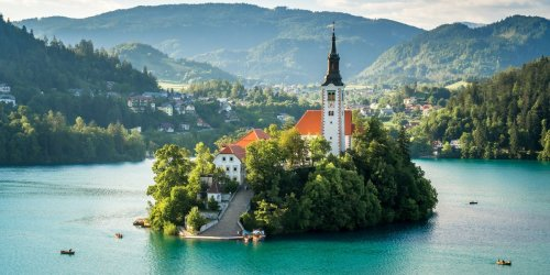 The 20 Most Spectacular Lakes in the World