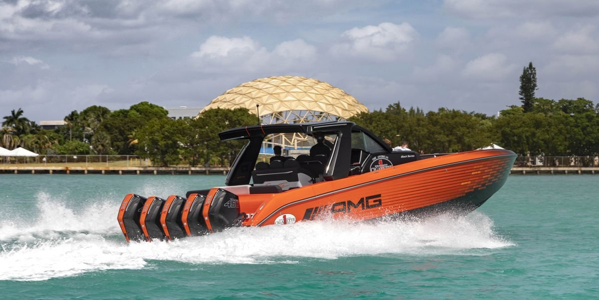 This Cigarette Nighthawk Will Rocket You to 90 MPH on Water