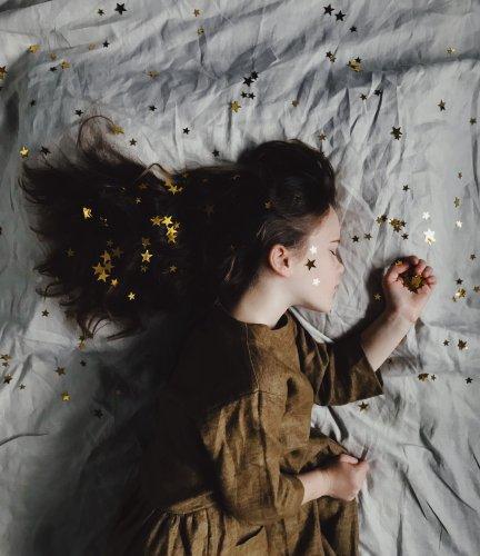 Contro l'ansia, cinque accessori da tenere in camera da letto per dormire sonni (più) tranquilli