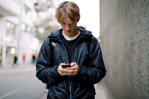 Il trucco per risultare offline da WhatsApp mentre in realtà stai chattando