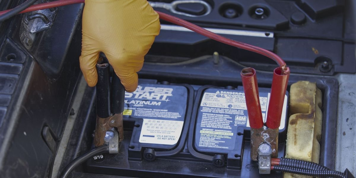 Let America's Only McLaren F1 Mechanic Teach You How to Properly Jump-Start a Car