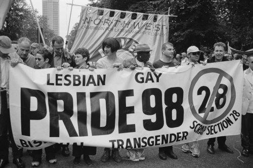 Perché giugno è il mese del pride? La storia tutta da leggere, per non dimenticare