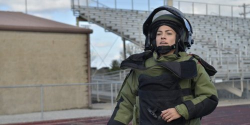 Soldier runs mile in bomb disposal suit in under 11 minutes, breaking world record