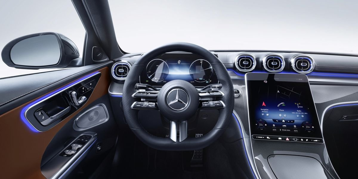 Mercedes Highlights Screen Size Over Performance in the New C-Class