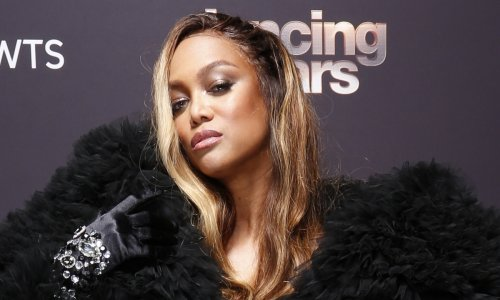 Tyra Banks brings the smize in stunning bare-faced selfie