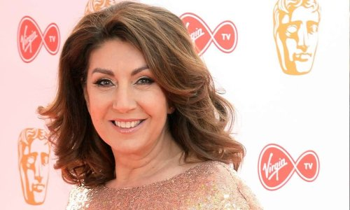 Jane McDonald stuns fans in eye-catching outfit as she returns to her roots