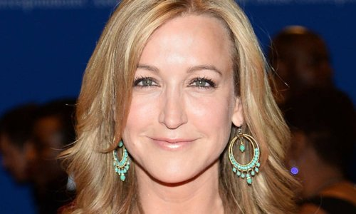 Lara Spencer and daughter perform jaw-dropping stunt in matching swimwear