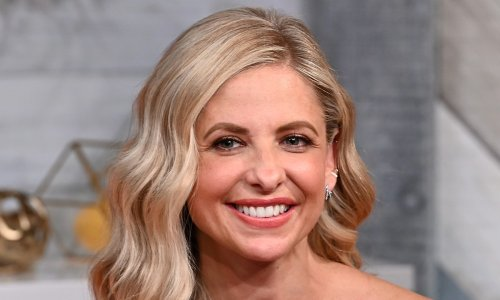 Sarah Michelle Gellar wows fans with swimwear selfie as she teases parenthood woes