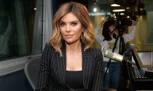 Lisa Rinna looks flawless as she splashes around in one-piece swimsuit