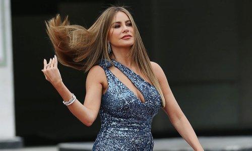 Sofia Vergara dazzles in a mind-blowing dress