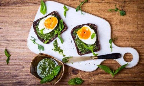 TikTok's easy pesto eggs are a breakfast gamechanger