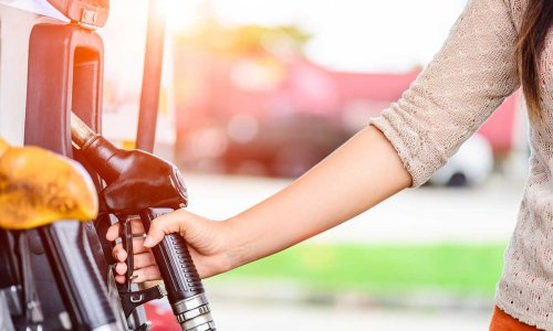 10 best fuel saving tips for motorists - how to save petrol or diesel when driving