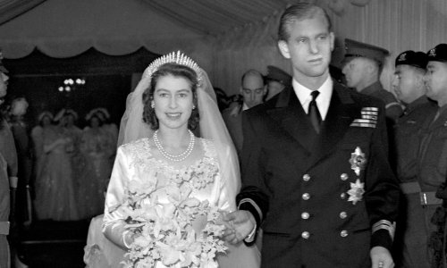 Why the Queen didn't kiss Prince Philip for royal wedding photos