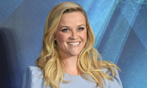 Reese Witherspoon makes fans swoon with a gorgeous swimsuit selfie