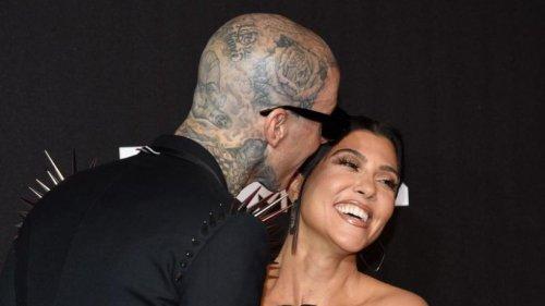 Kourtney Kardashian und Travis Barker feiern ihre Liebe