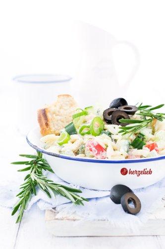 Griechischer Nudelsalat Rezept - toll zum Grillen