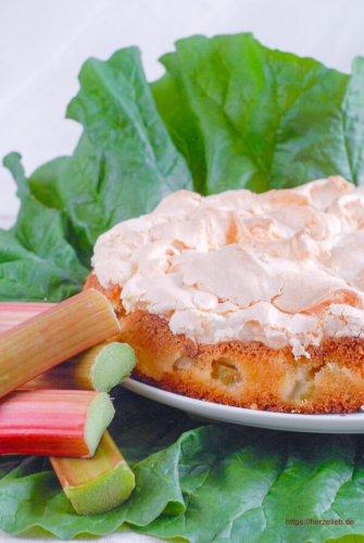 Rhabarberkuchen mit Baiser Rezept - Omas Kuchenklassiker