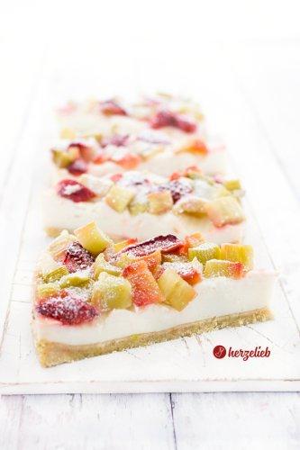 Sensationell gutes Rezept für Pudding-Rhabarberkuchen