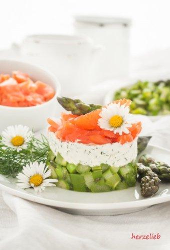 Spargel-Salat mit Forelle - geschichteter, besonderer Salat!