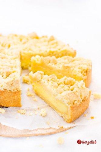 Streuselkuchen mit Puddingfüllung aus der Springform – Omas Rezept