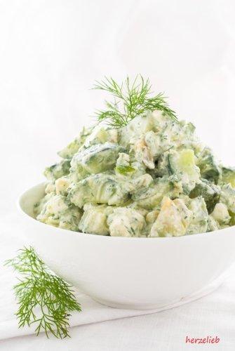 Cremiger Sommer Salat mit Gurke, Avocado, Feta und Dill