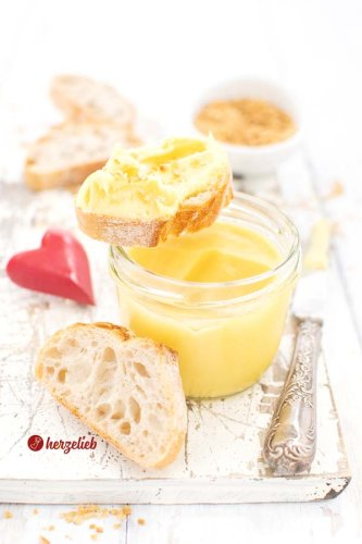 Eierlikörcreme Brotaufstrich Rezept - toll zu süßem Brot oder als Geschenk - herzelieb