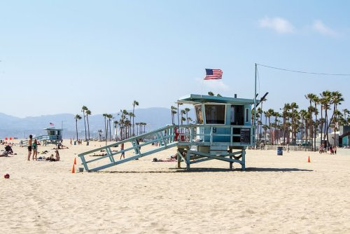 Boat runs aground in Venice beach, both operators saved by lifeguards