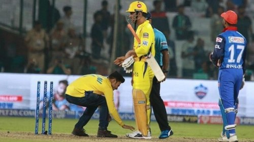 'It's just mind-boggling how people worship him': Former CSK player feels 'honoured' to have played under MS Dhoni