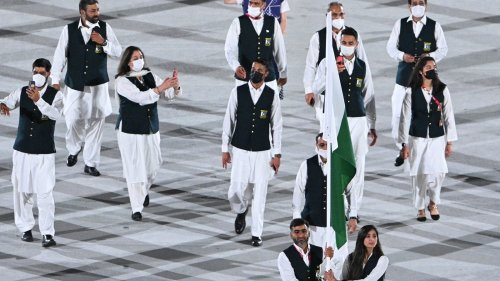 Olympics: Pakistan team's flag bearer flouts Covid rules during opening ceremony